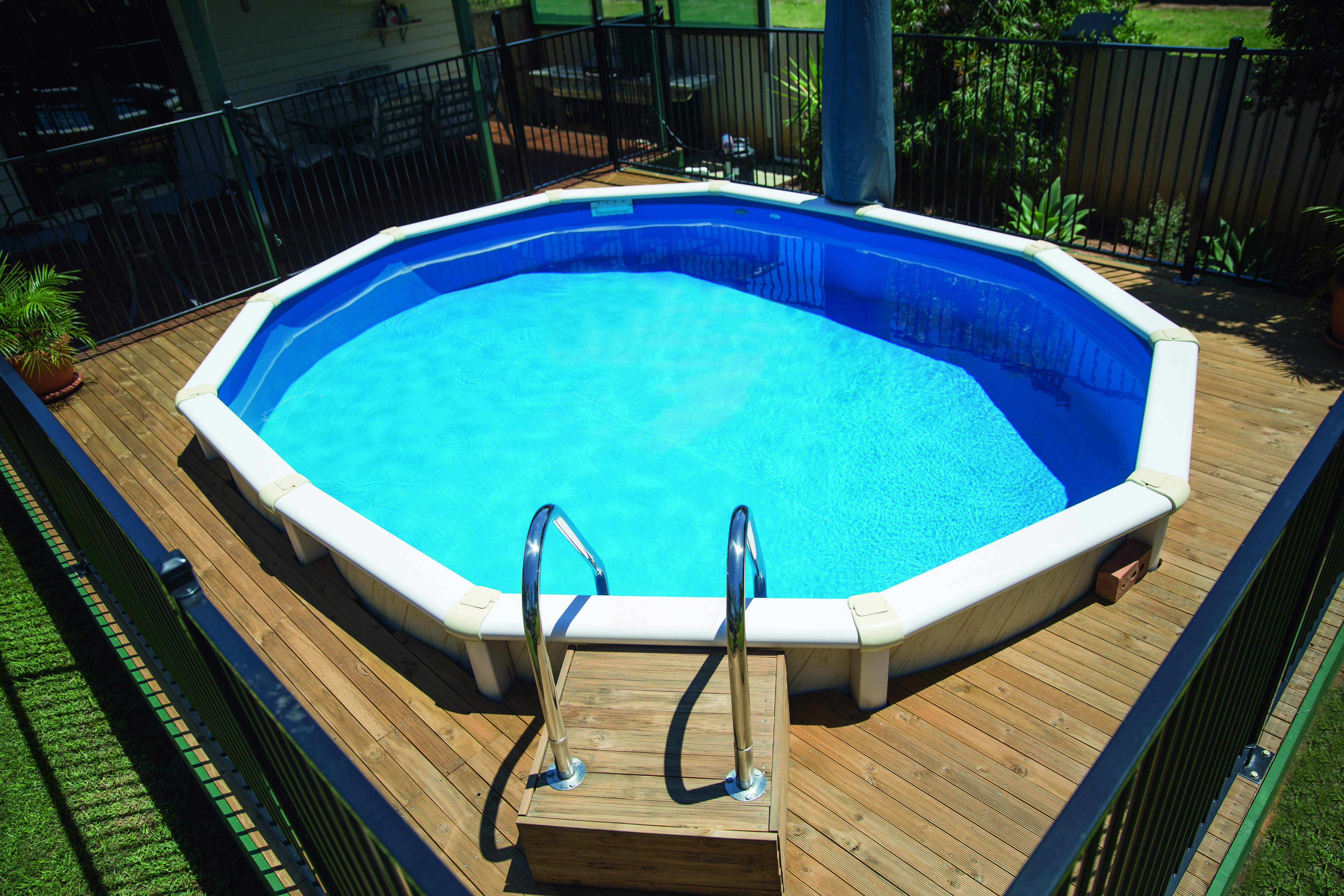 Modular marvels: easy pool installation