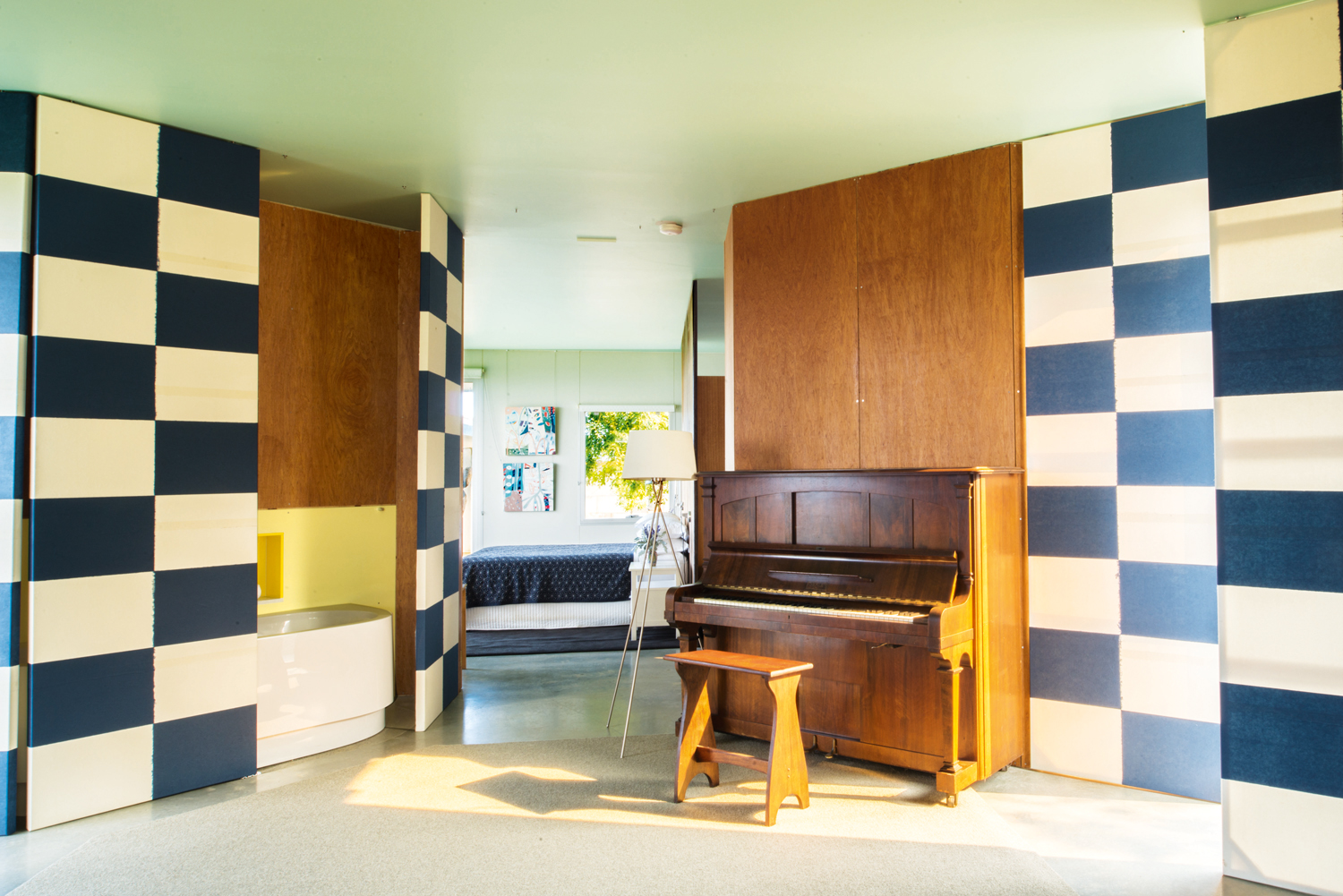 LONGVIEW_ MUSIC_LOBBY_VIEW_THROUGH_TO_MAIN_BEDROOM_photo_PROVEST