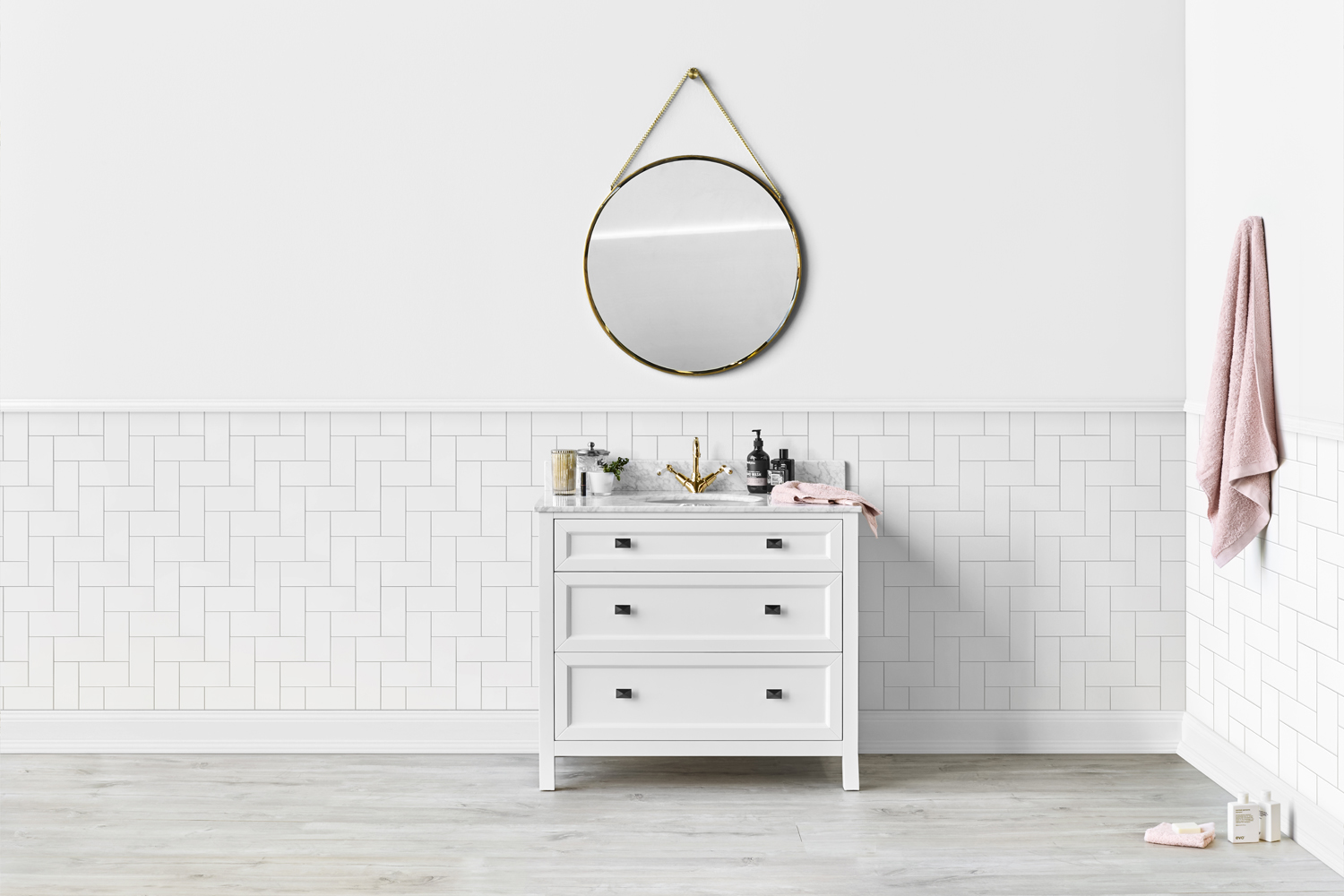 Hamptons-inspired vanities: coastal elegance