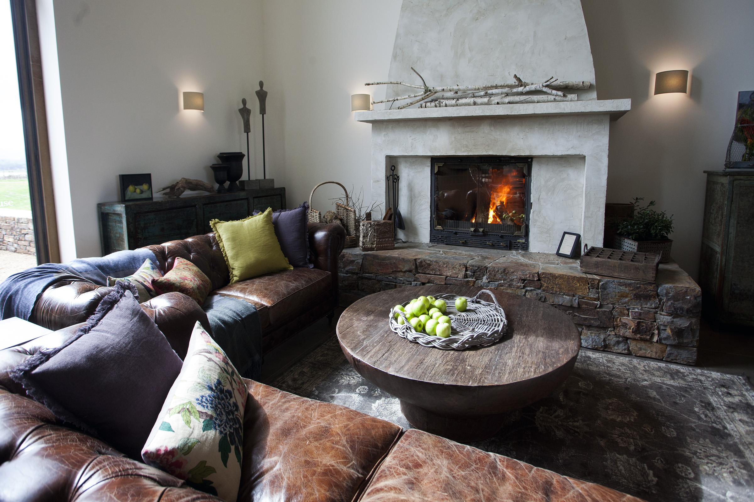 Cheminees Philippe: the best of both heating worlds - Fireplace in a farmhouse setting