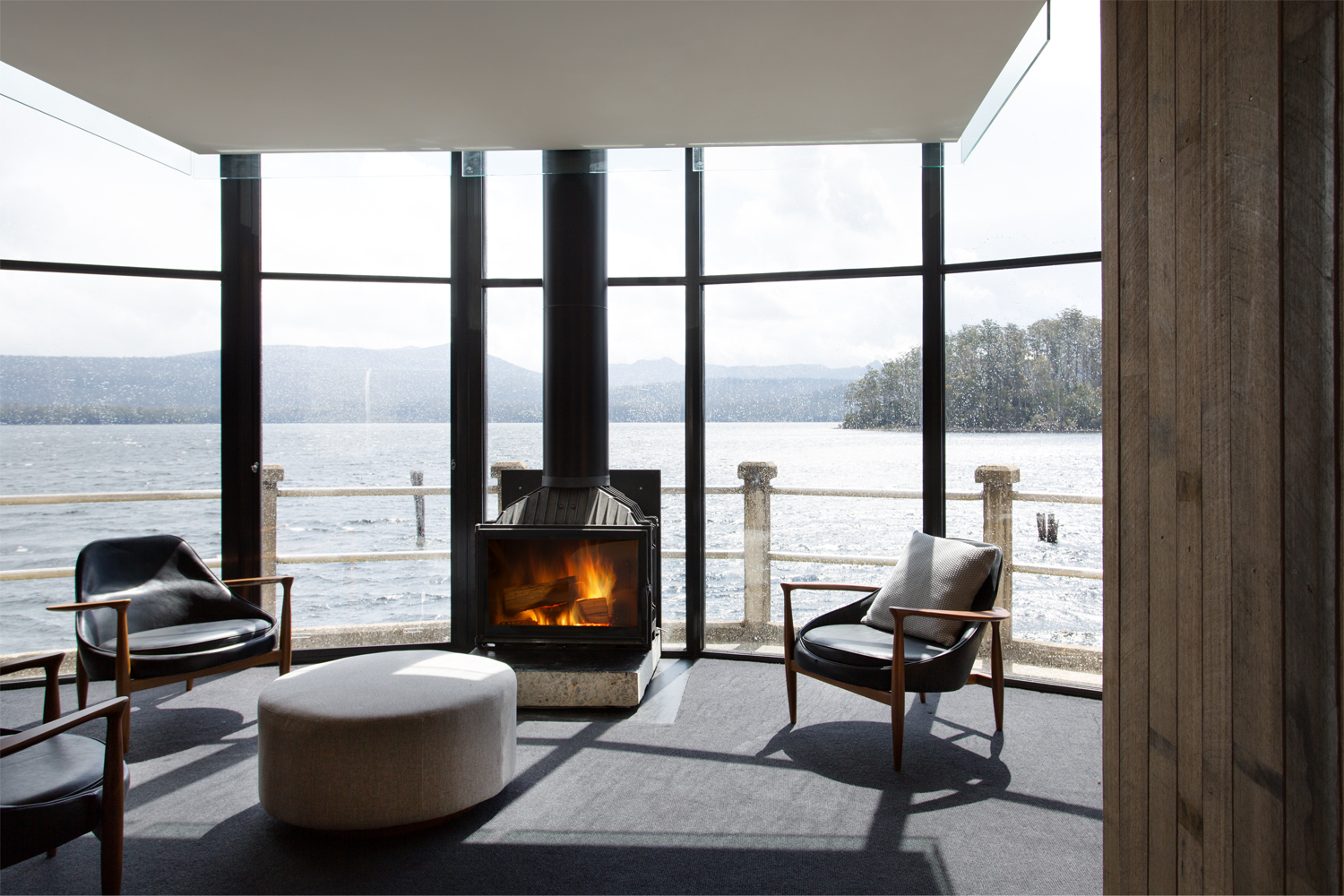 Cheminees Philippe: the best of both heating worlds - fireplace featured image