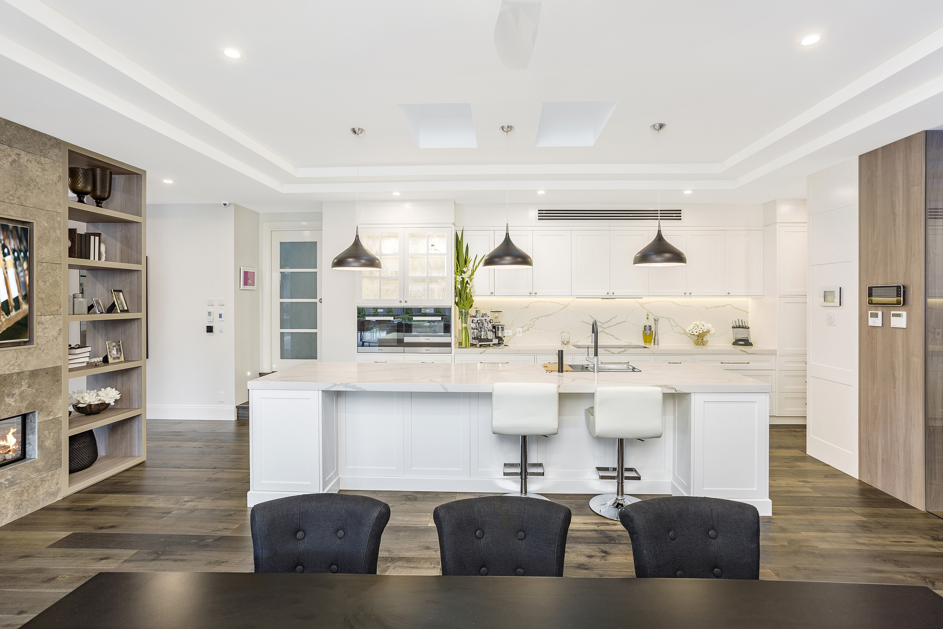 A high calibre custom home: clever lifestyle design - a contemporary kitchen