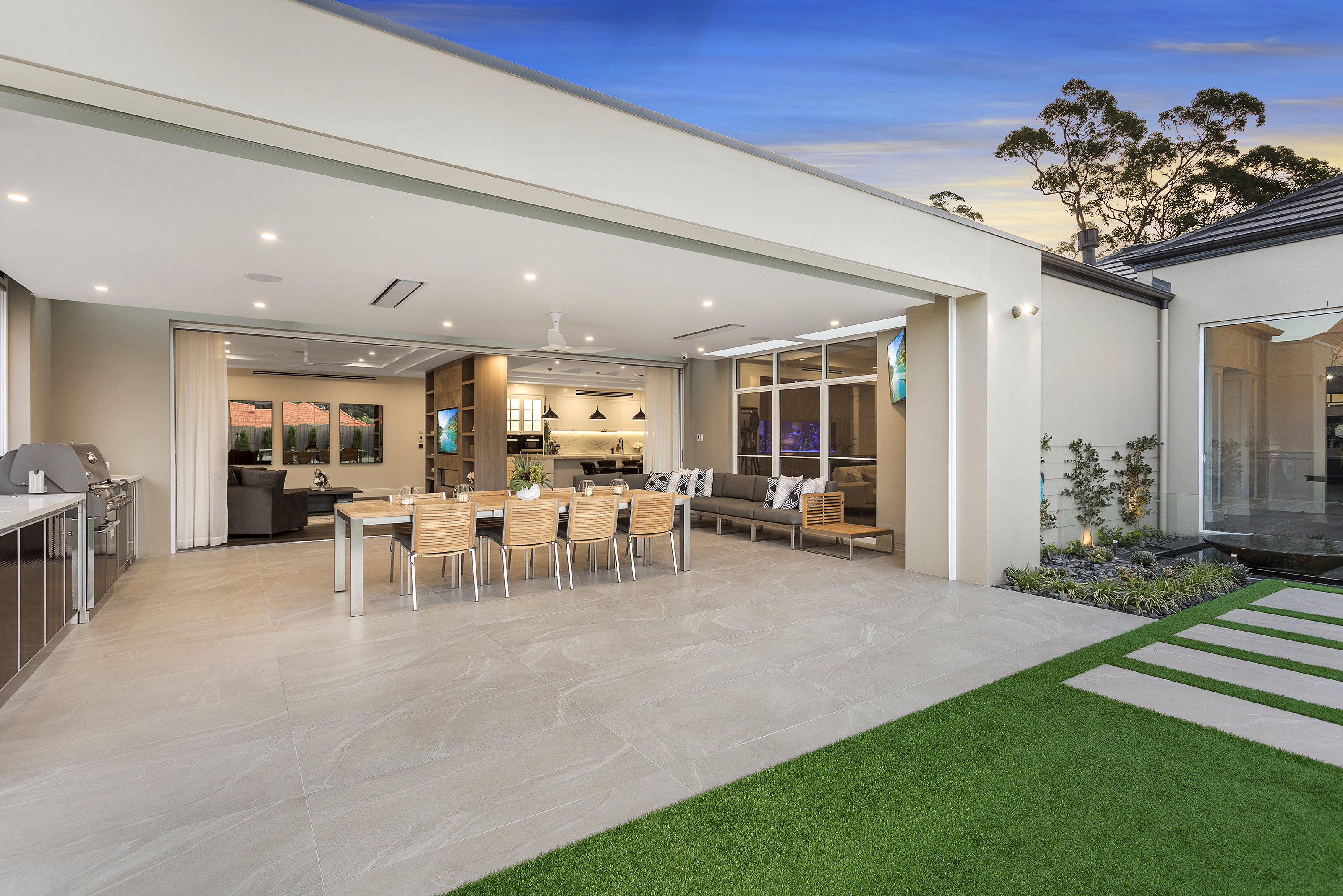 A high calibre custom home: clever lifestyle design - outdoor dining area