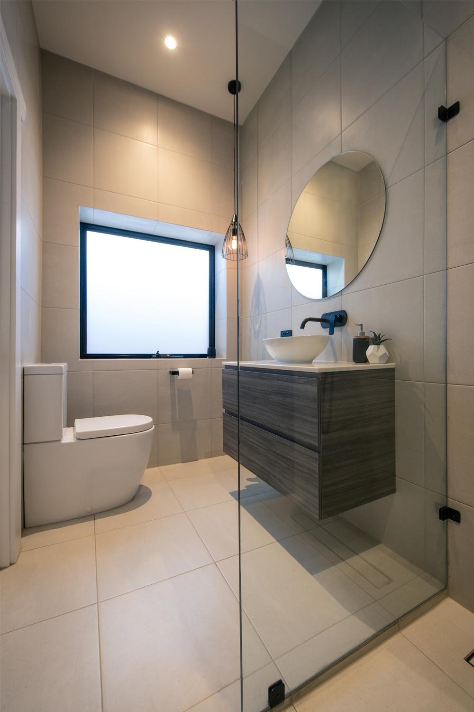 Ensuite project: a spacious design - bathroom renovation view