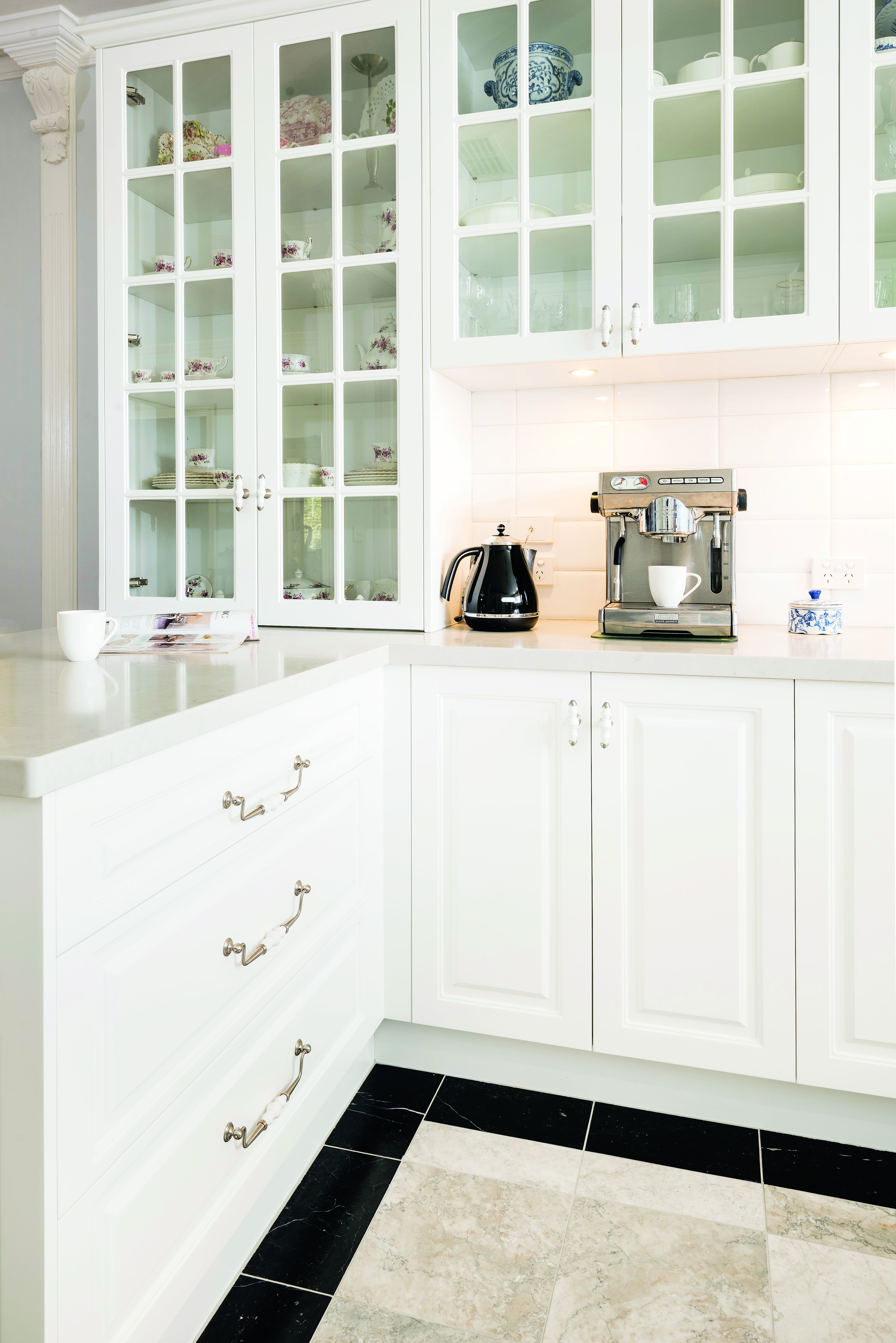 Provincial magic: a country style kitchen - appliances and cabinets