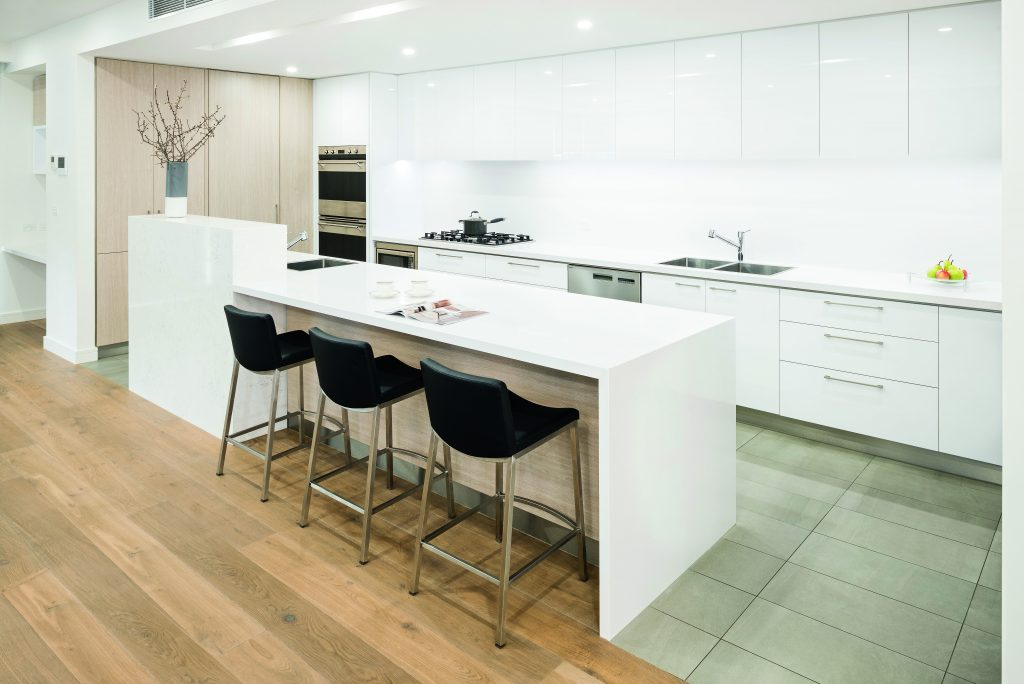 Contemporary class: a neutral masterpiece - view of island and bar stools No Fuss Kitchens