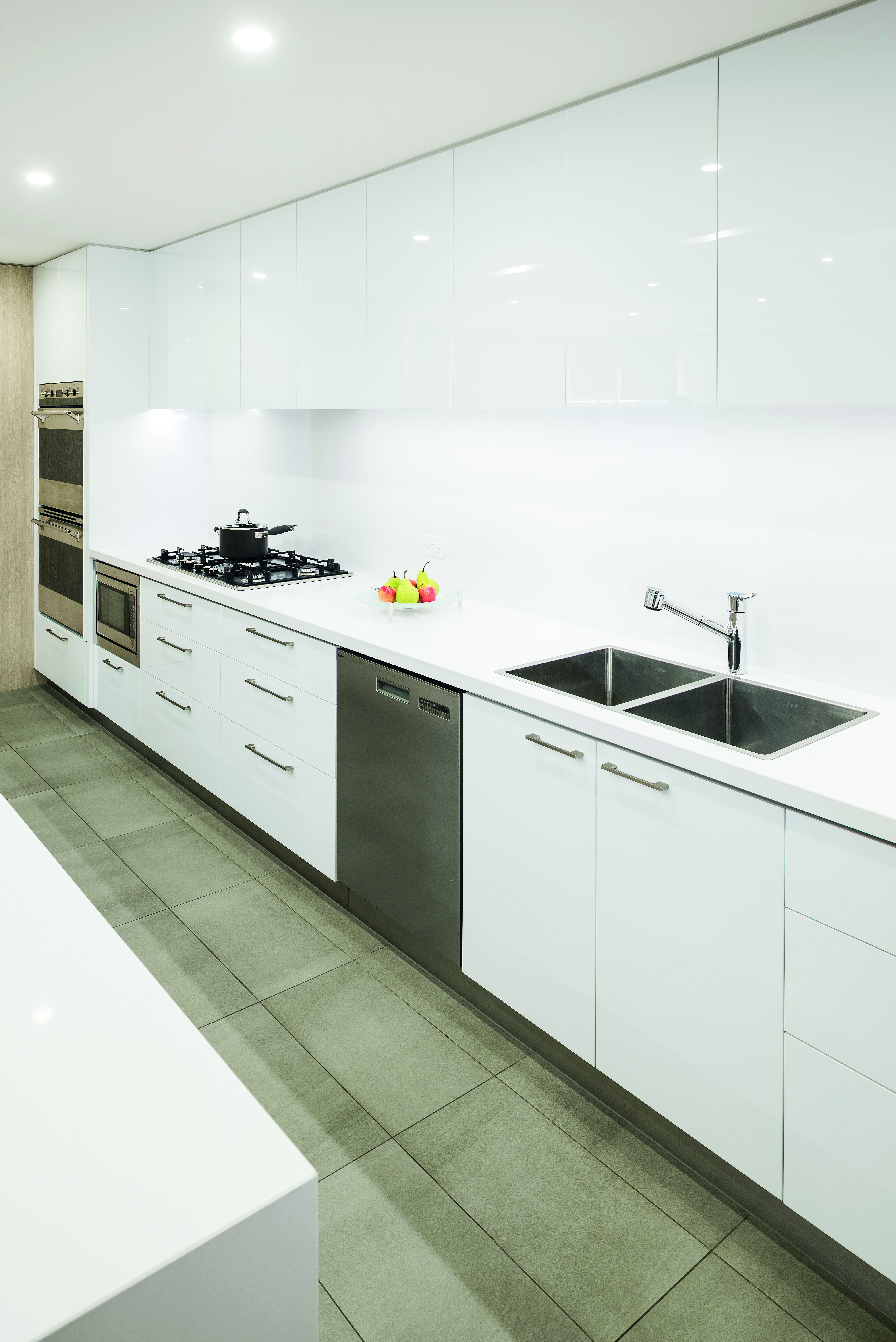 Contemporary class: a neutral masterpiece - benchtop No Fuss Kitchens