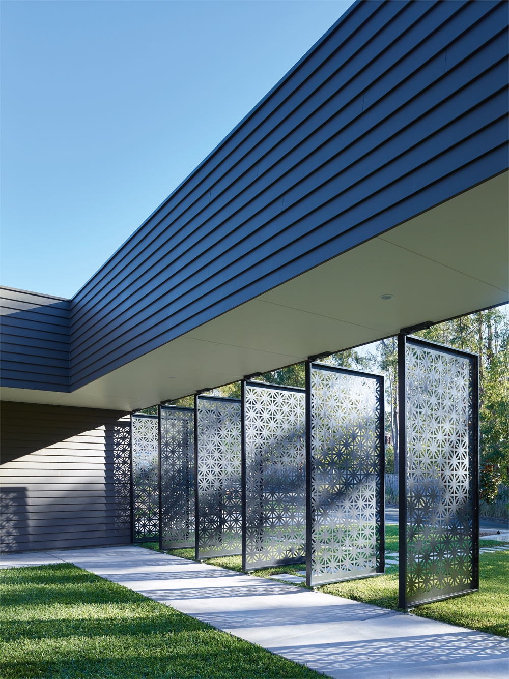 Grand Designs Australia: High Flyer - Architects' masterpiece - exterior: laser cut screens 3