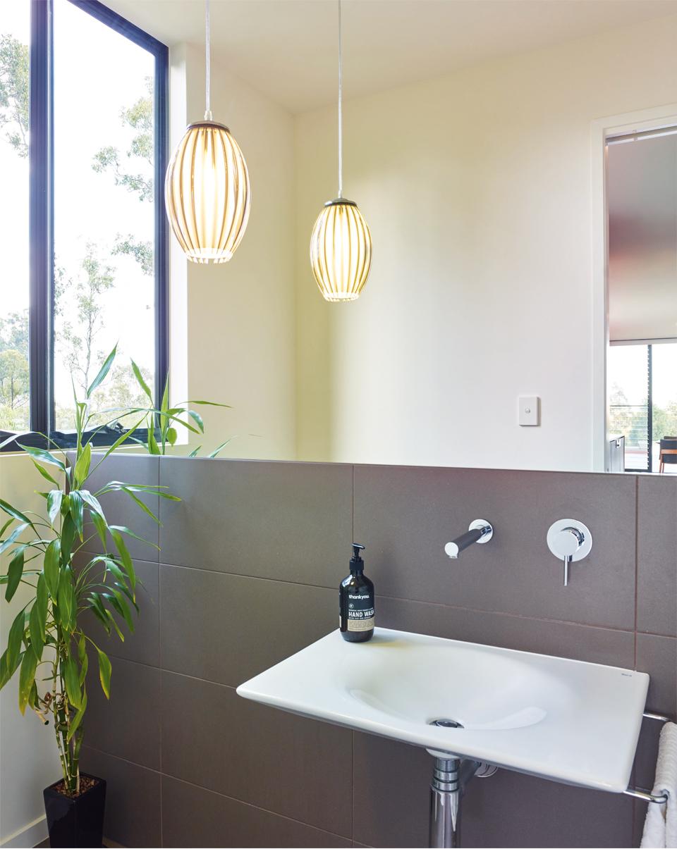 Grand Designs Australia: High Flyer - Architects' masterpiece - bathroom