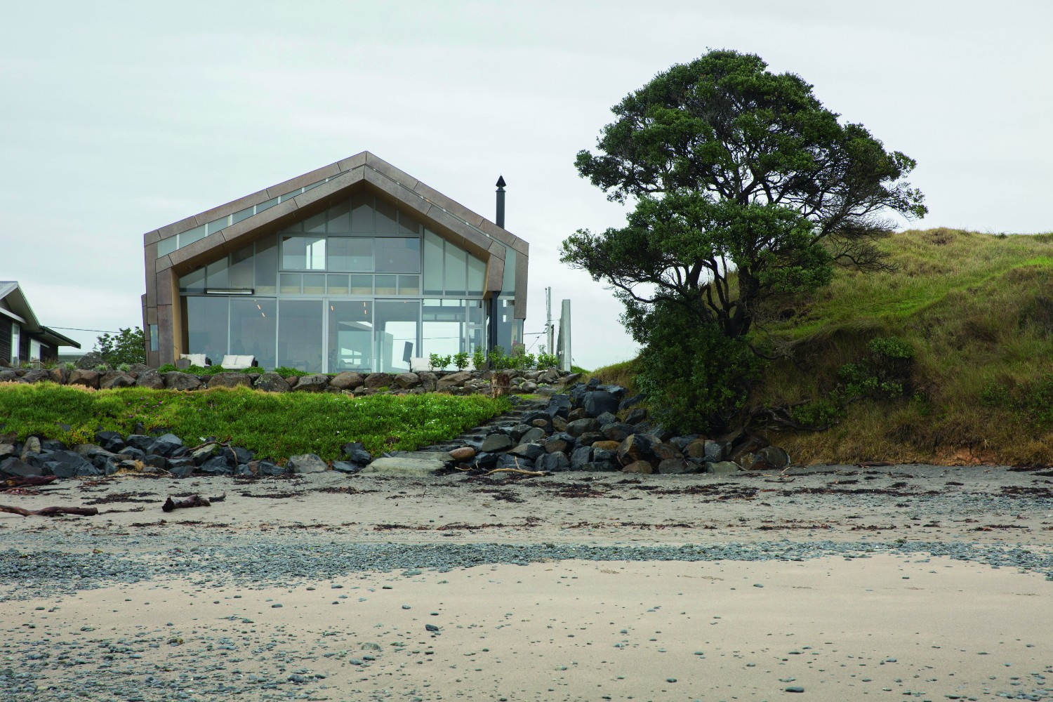 Grand Designs Australia: Rusty reveal - modern bach house - house near beach