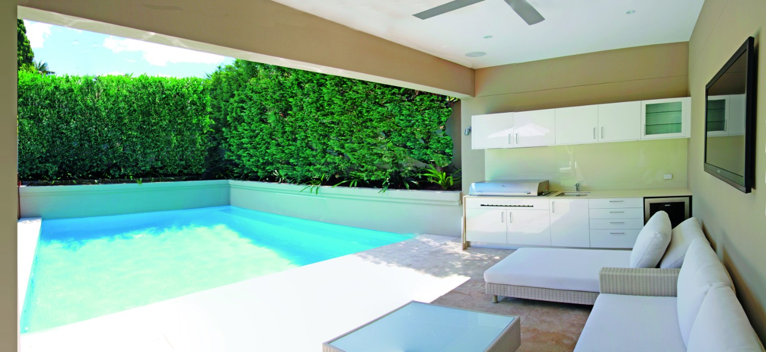 Screening plants: creating your outdoor sanctuary - pool cabana with hedge
