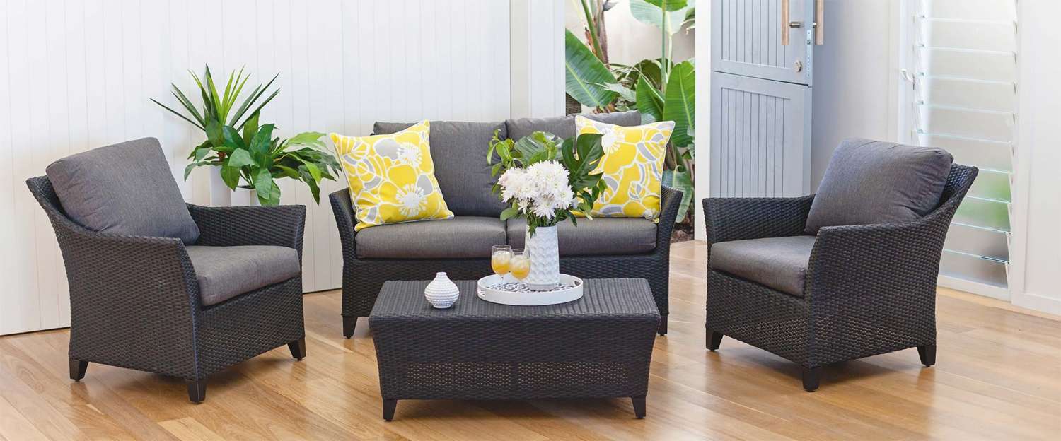 Black wicker: get inspired by these outdoor living ideas - Sofia outdoor setting
