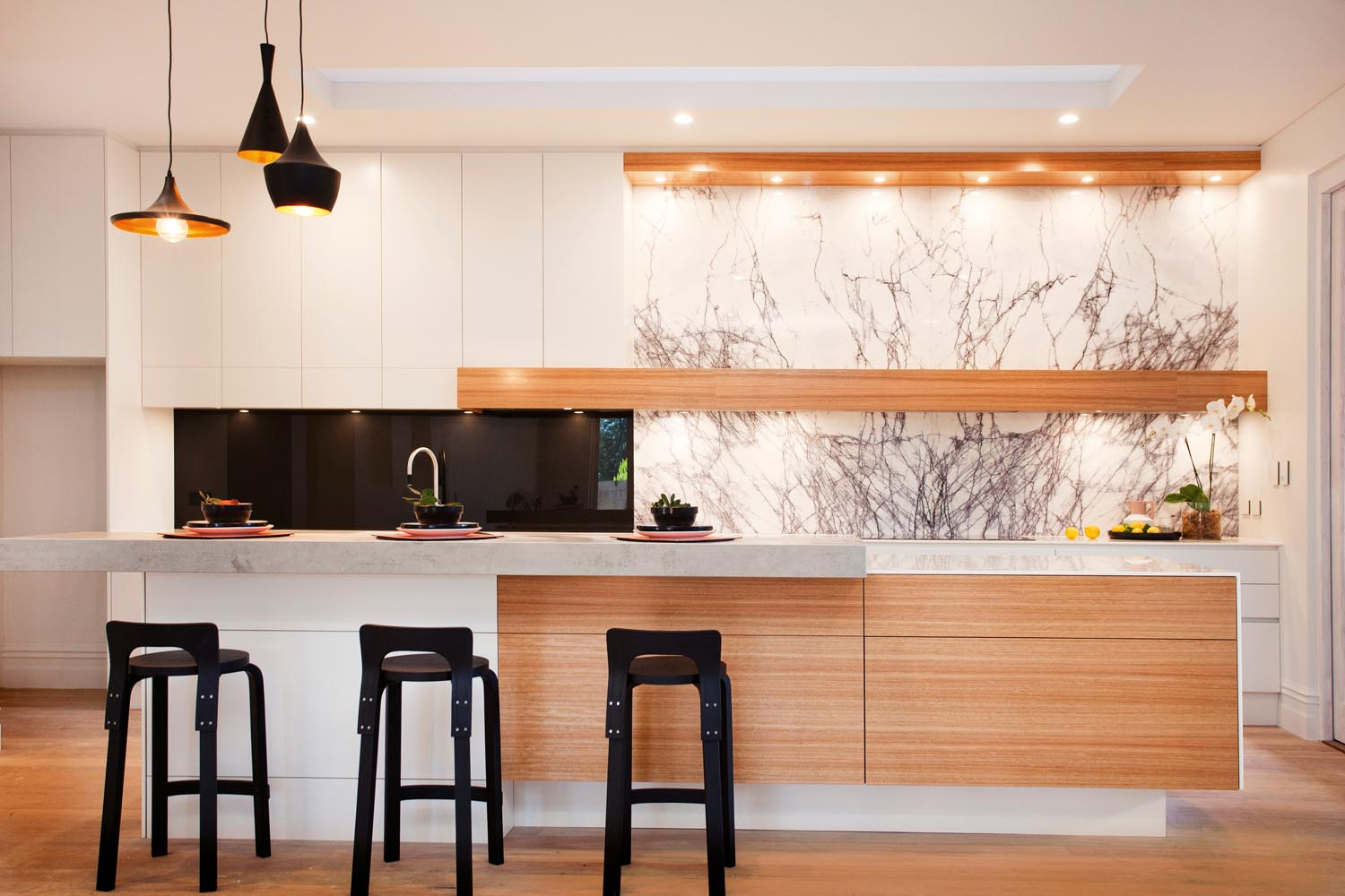 """""""Elegant beauty"""": a bright and airy kitchen design - kitchen overview"""