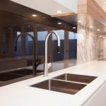 """""""Elegant beauty"""": a bright and airy kitchen design"""