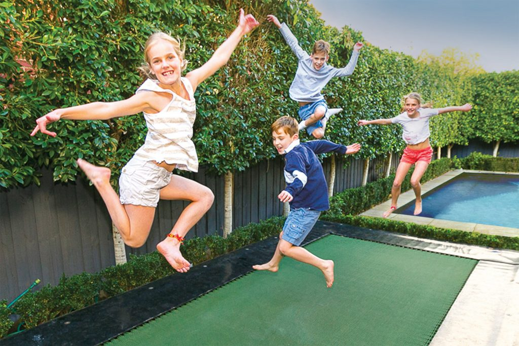 5 things to consider when choosing a trampoline for your backyard