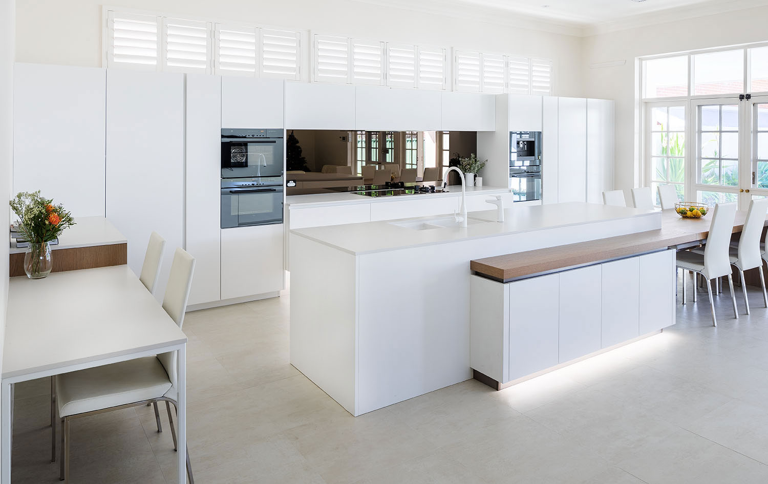 Where modern and traditional meet an elegant kitchen design Modern elegant kitchen design