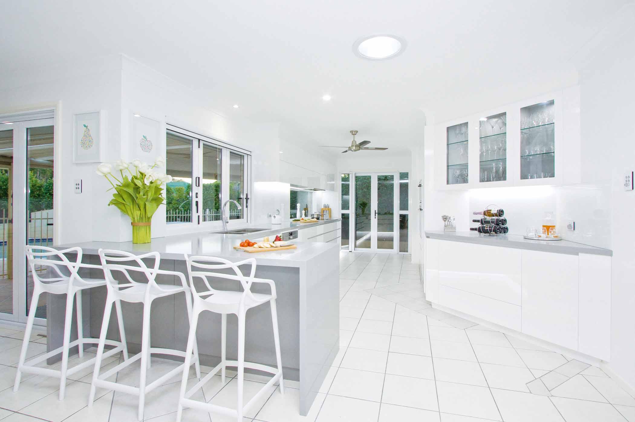 Light and bright: kitchen design