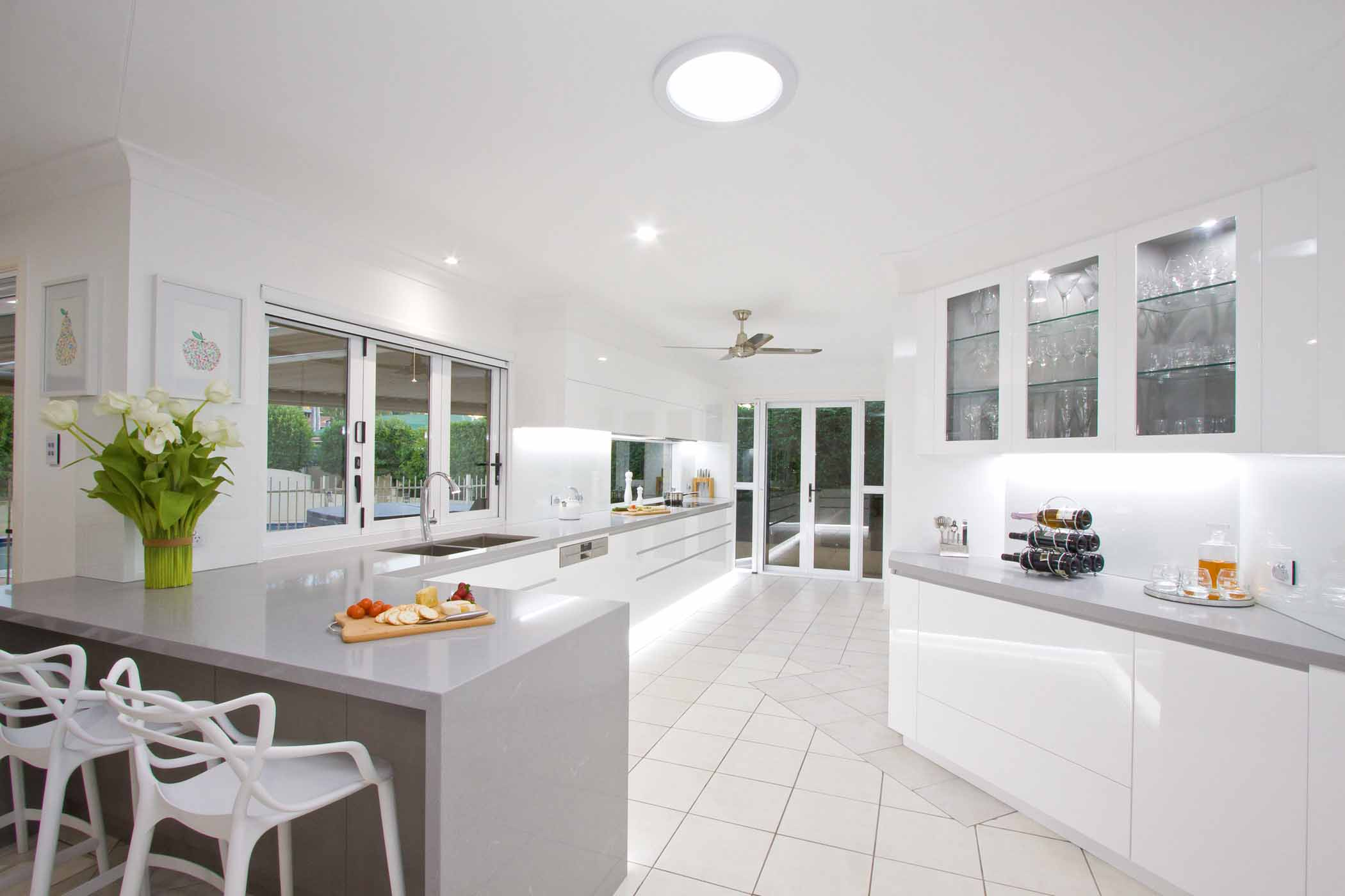 Light And Bright Kitchen Design Completehome