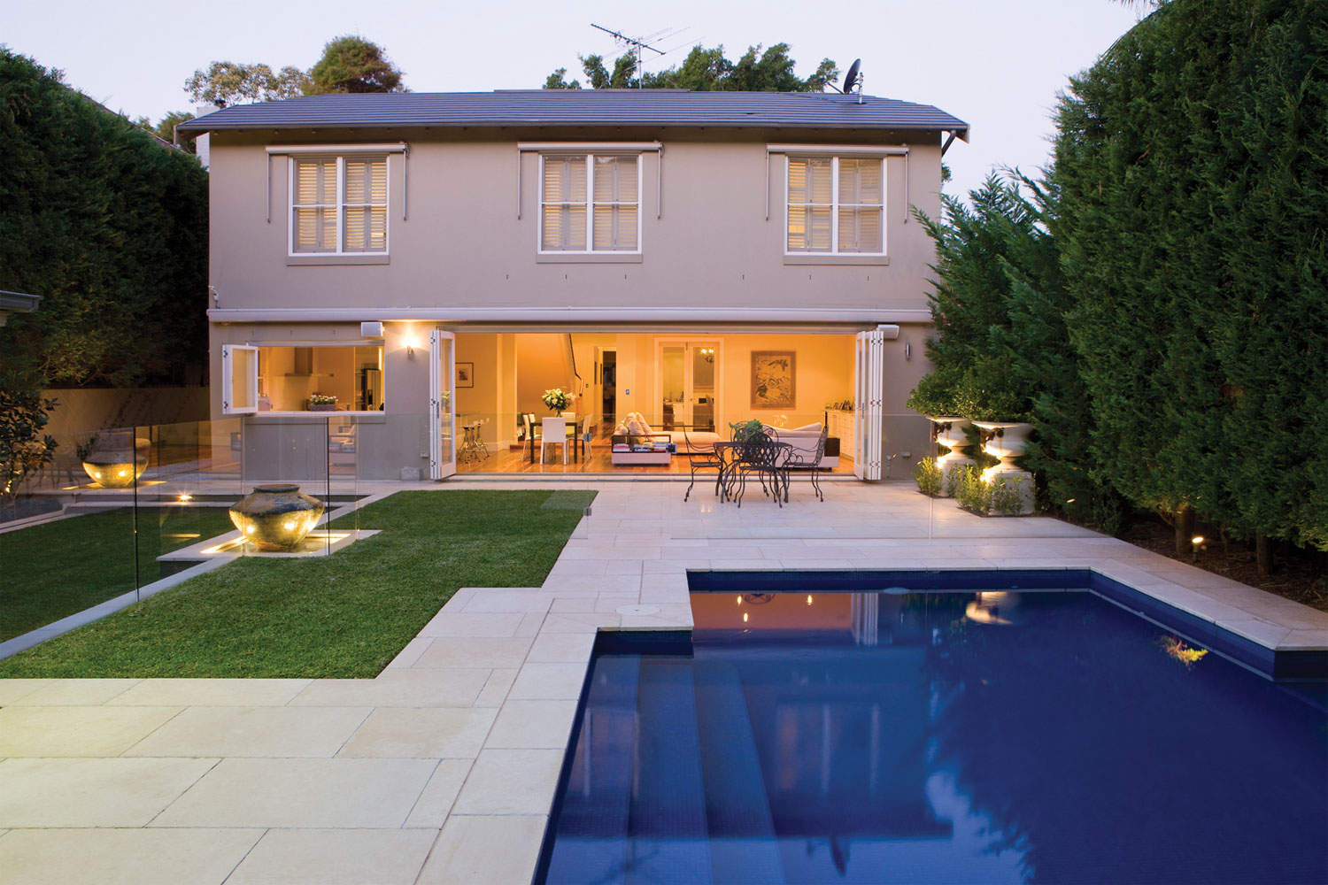 Install a pool fence without ruining your outdoor aesthetic