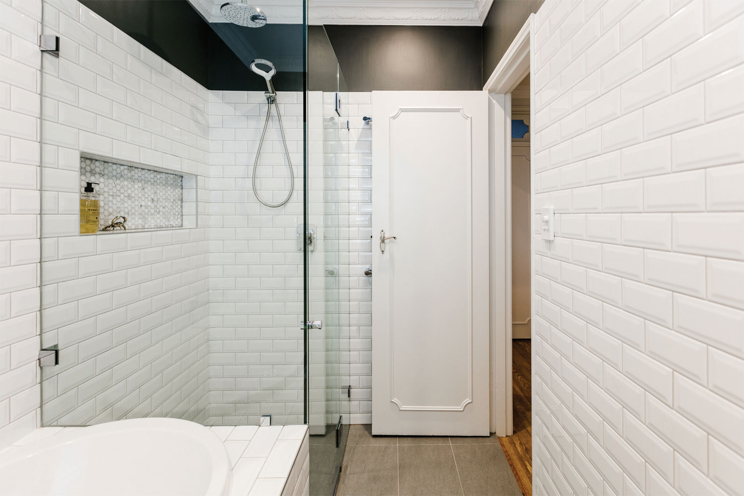 Style Addict: a retro bathroom turns timeless