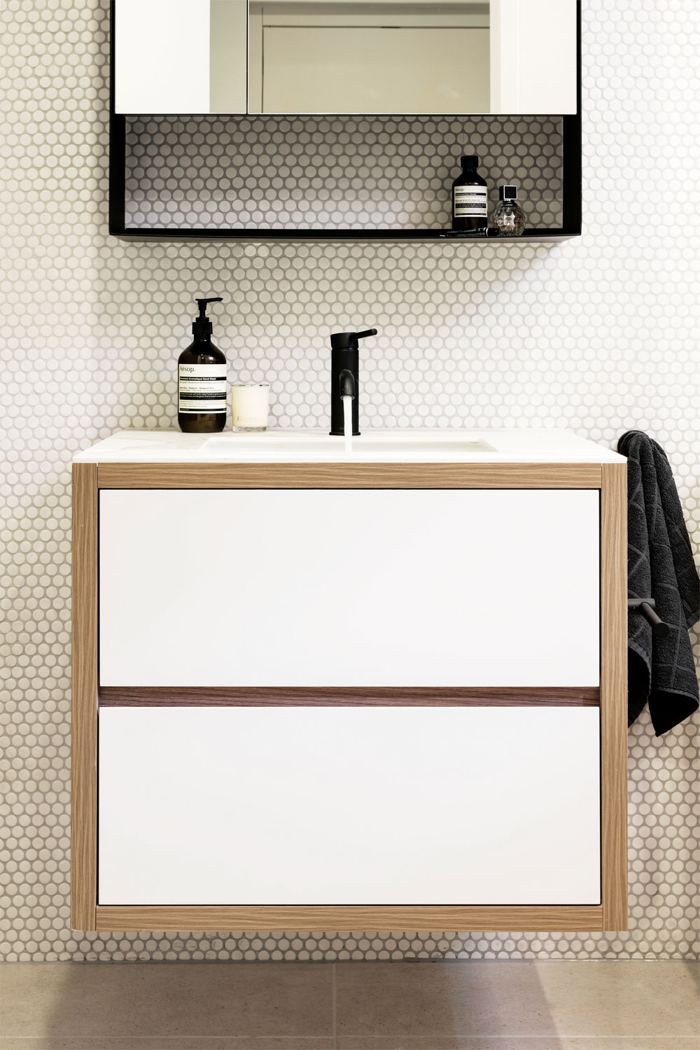 Sleek and trendy: an apartment bathroom project