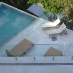 Whale Beach designer house: Low maintenance glass