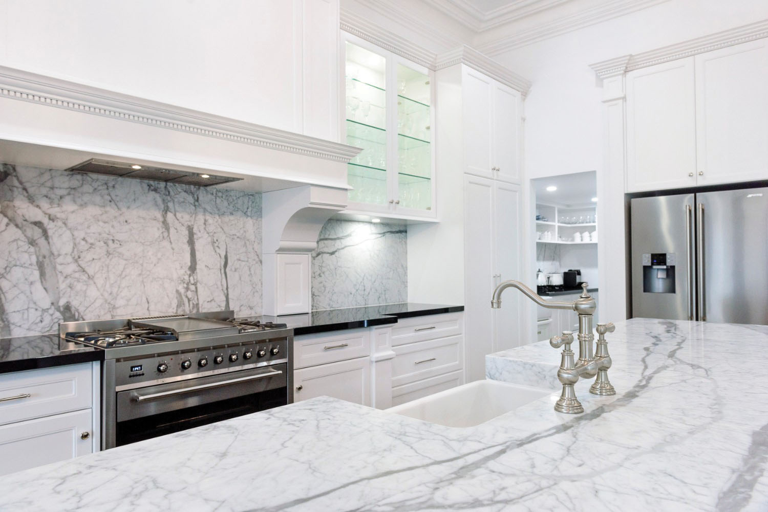 Grandiose Symmetry: a luxurious Adelaide kitchen