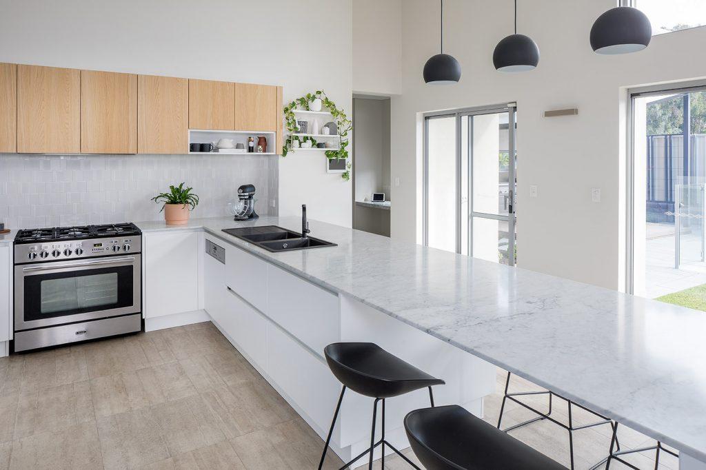 Light and bright: a stylish dream kitchen