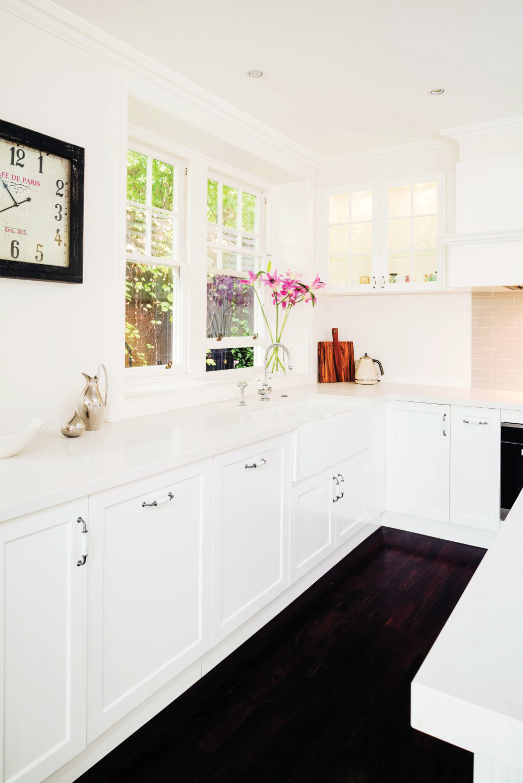 Contemporary Hamptons: a lavish kitchen design