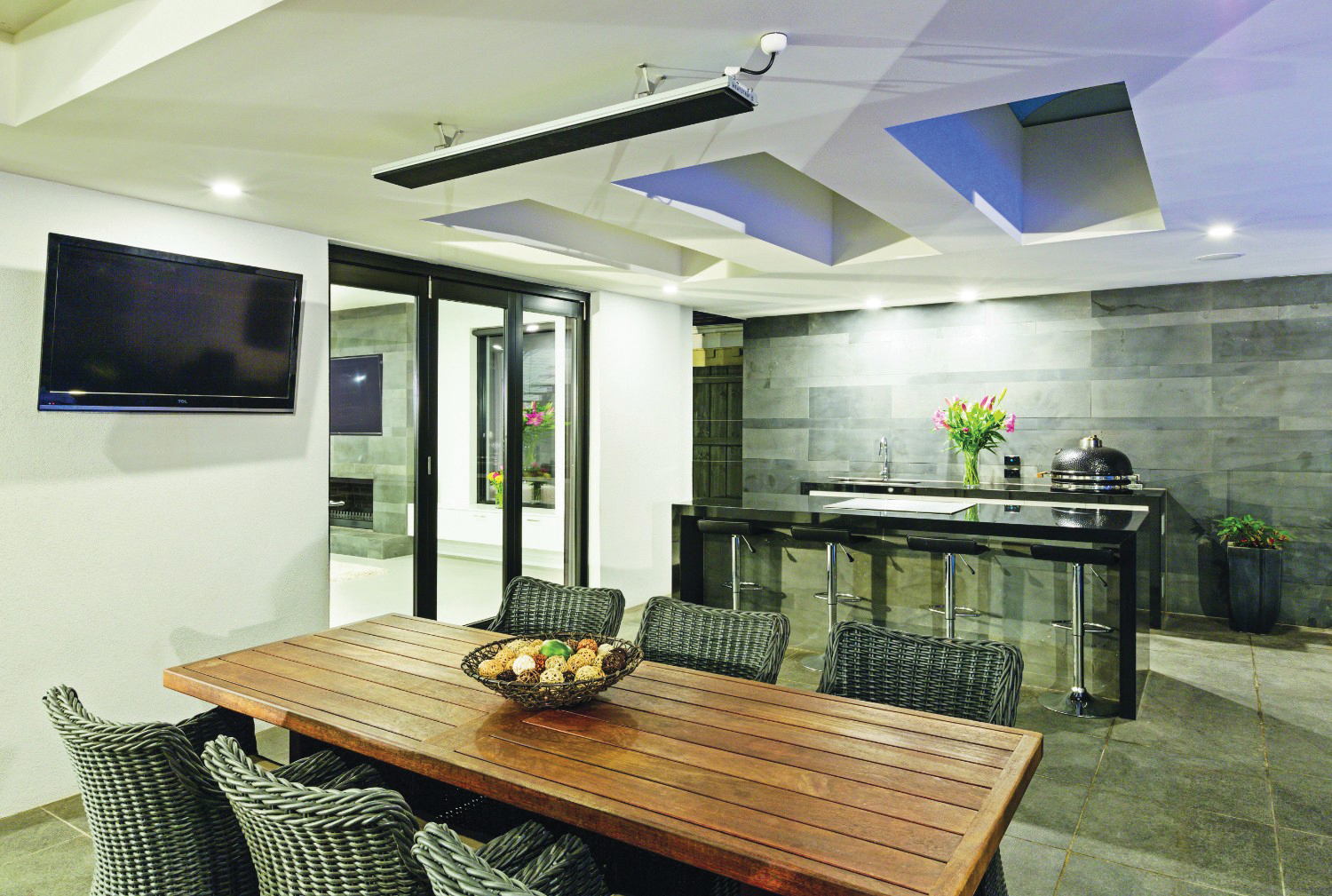 Easy does it: seamlessly connected outdoor living ... on Simple Outdoor Living id=34169