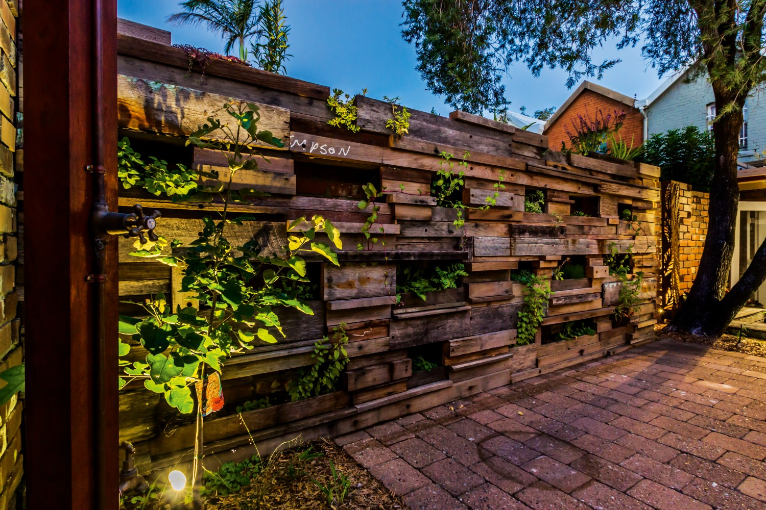 Inner-City Sustainable: a stunning permaculture design - Completehome