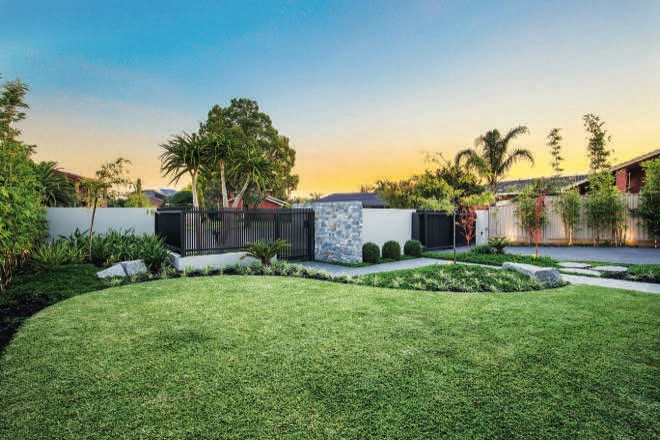 Blurred Lines: a Keilor Downs backyard for resort-style living