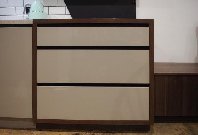 Industrial meets mid-century modern: a fresh kitchen design