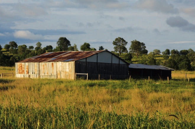 A Queensland Treasure: working farm home blending old and new