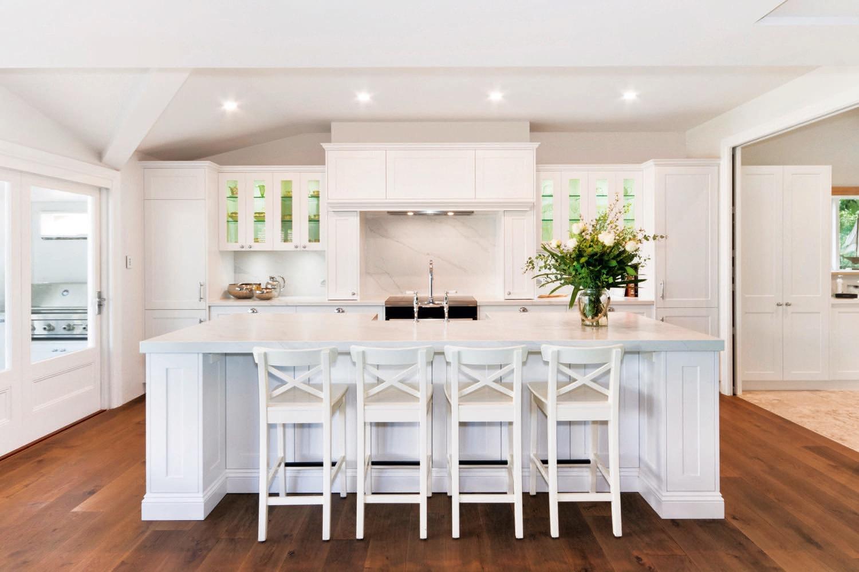 Light and bright: traditional English meets Australian coastal kitchen