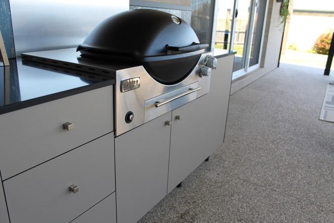 5 designer tips to create a year-round outdoor kitchen space