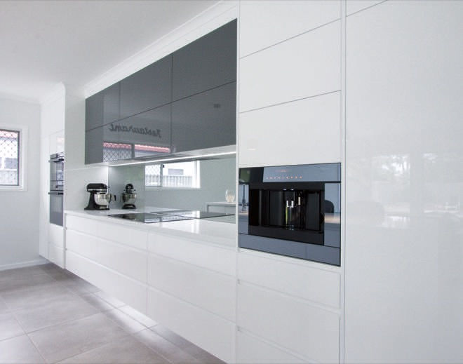 Wall curve and edges: a smooth-styled kitchen design