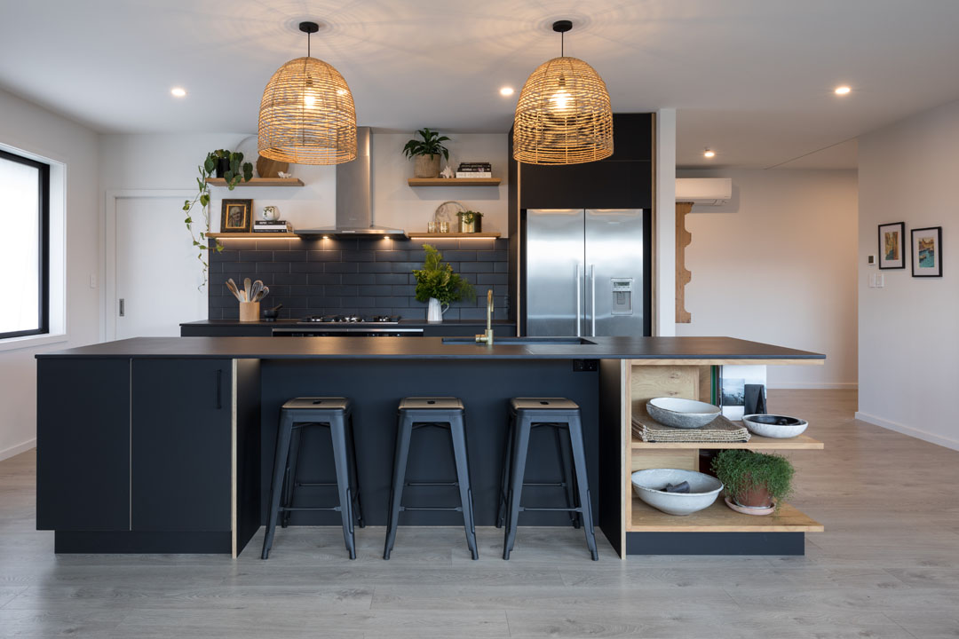 Going over to the dark side inthis all-black kitchen