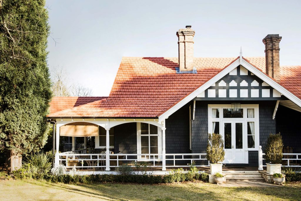 A 130-year-old grand homestead roof renovation: a fine romance