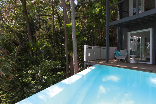 This unique pool design suits its treetop environment perfectly