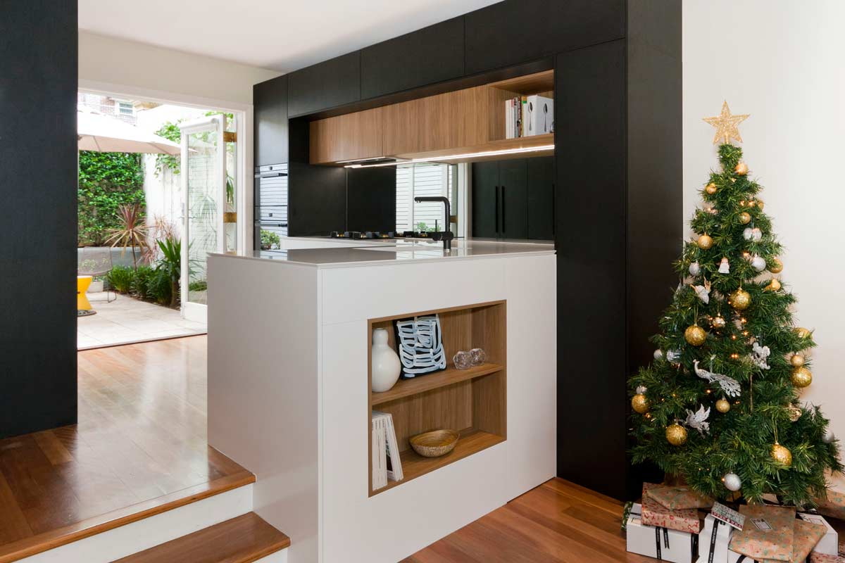 Quantum Quartz Alpine White Sharknose Kitchen Design Polytec Black Oak Woodmatt Blum Aventos Kirribilli 2