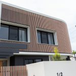 Using aluminium battens to create a bright, contemporary home facade