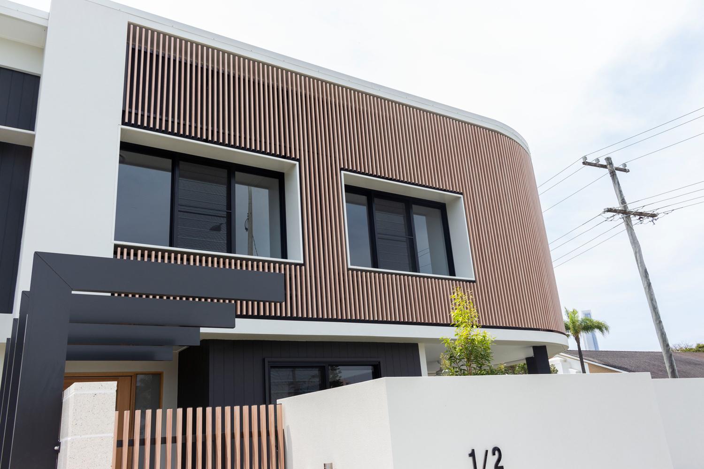 Using aluminium battens to create a bright, contemporary home facade