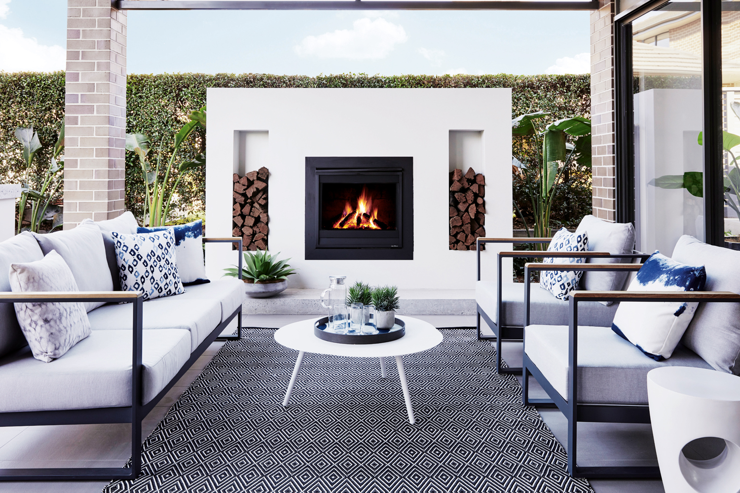 Touch of glamour: a chic home design with granny flat
