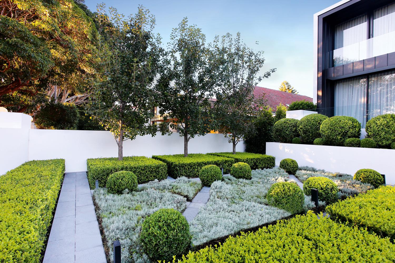 An award-winning outdoor space fusing formal and modern design