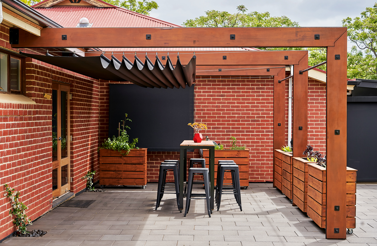 A roaring retrofit shade solution success in Brighton