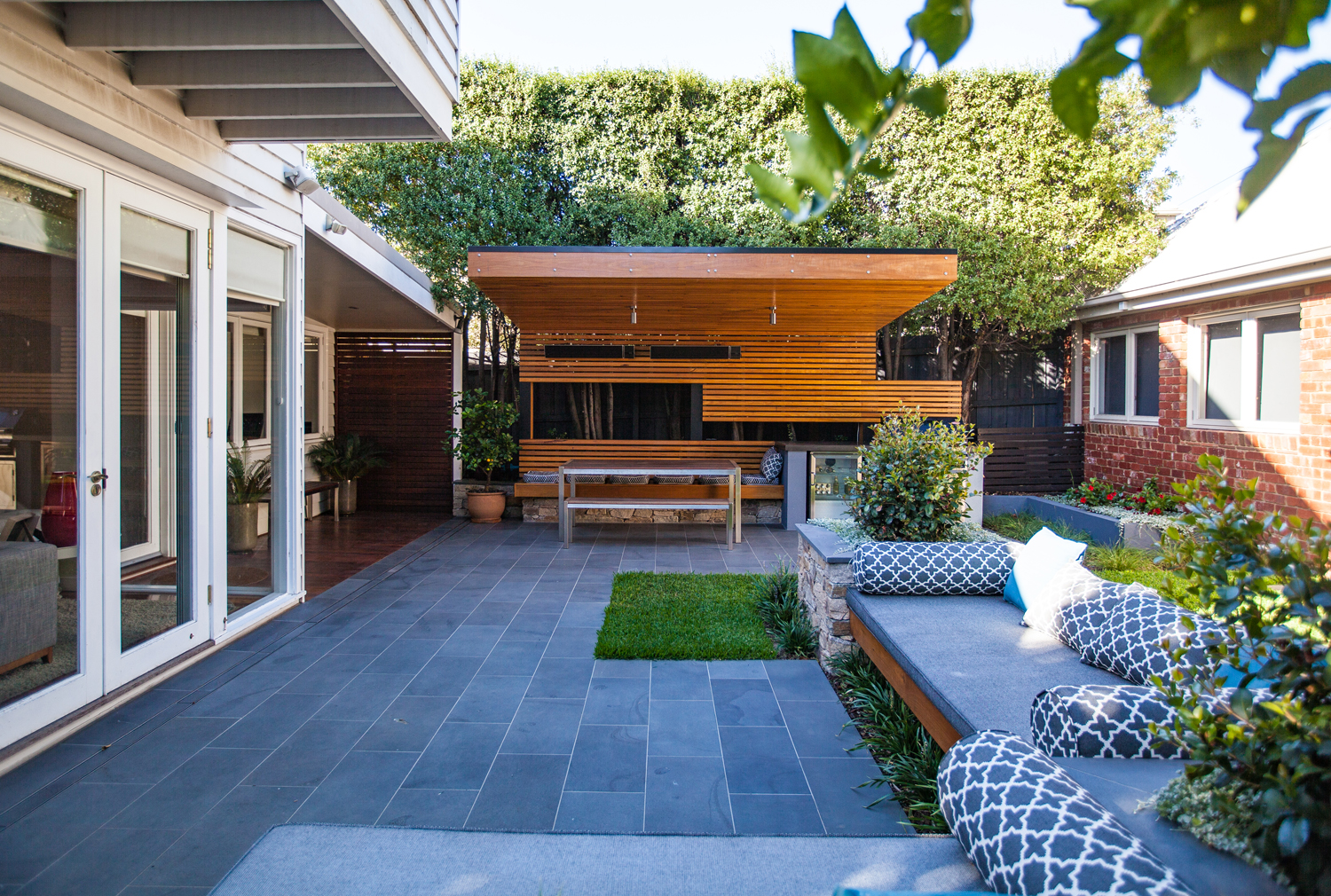 This South Australian home regulates heat in style with a clever pergola system