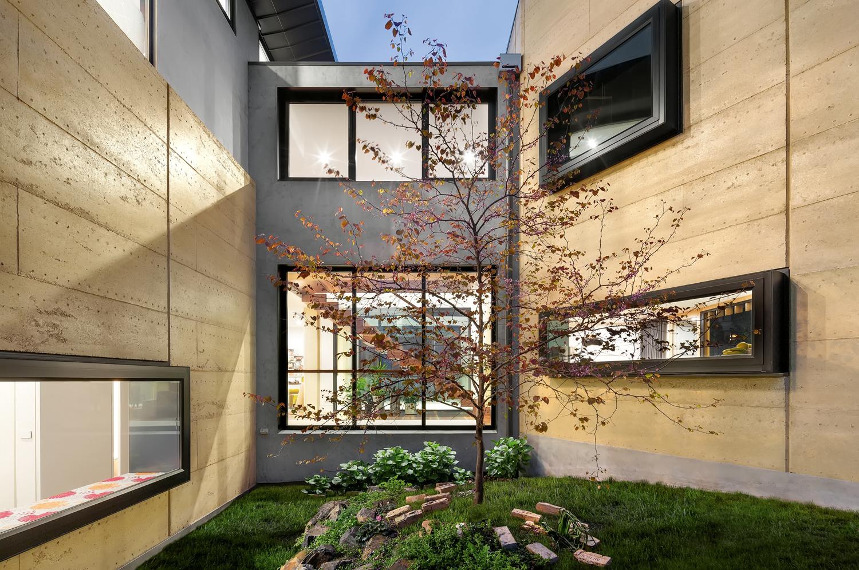 Rammed Glam: exploring Boulevard House in Ivanhoe East