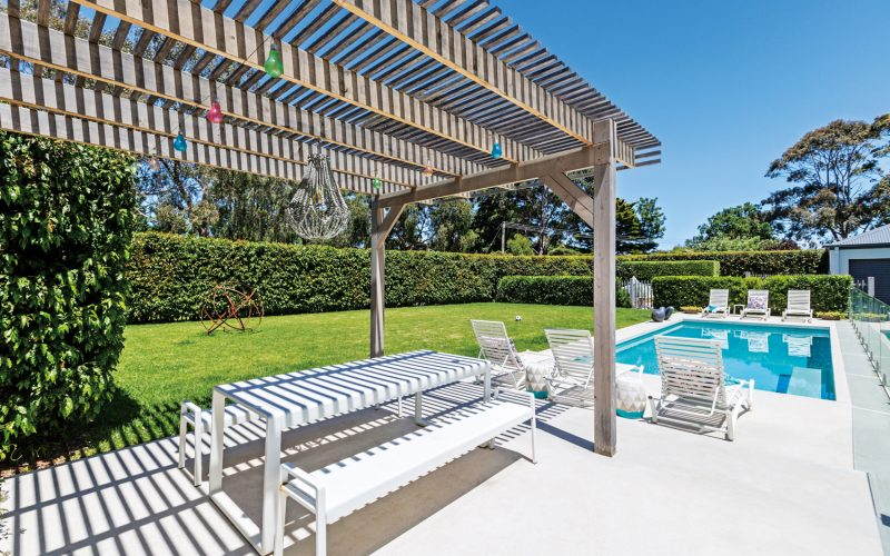 This alfresco oasis is the perfect fit for a design-conscious family