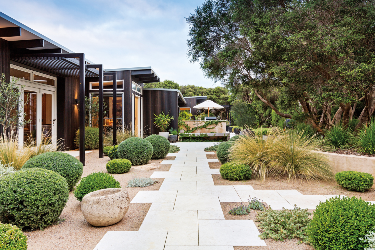 This calming coastal garden seamlessly matches its natural landscape